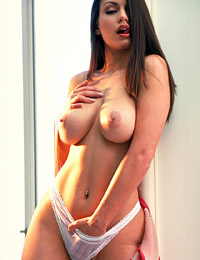 Aria giovanni showing her hot body